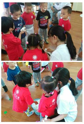 幼儿园的小朋友为远到来的客人准备了精彩的节目和精美的礼物.